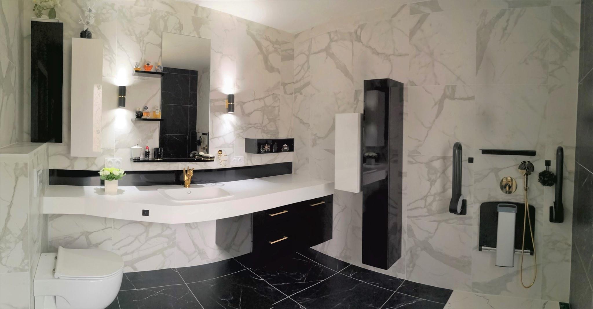 salle bain senior pratique marbre laiton