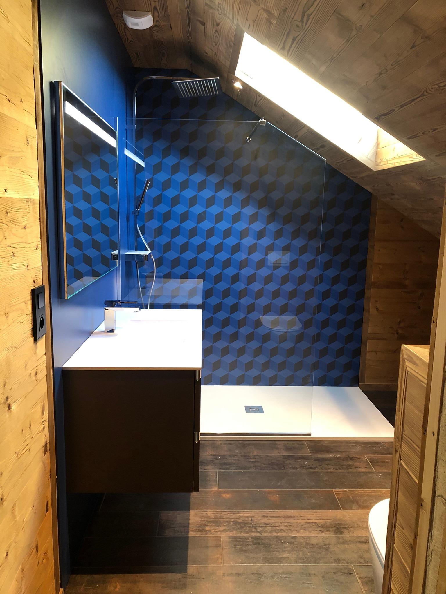 salle bain nature flashy vitaminée motif bleu