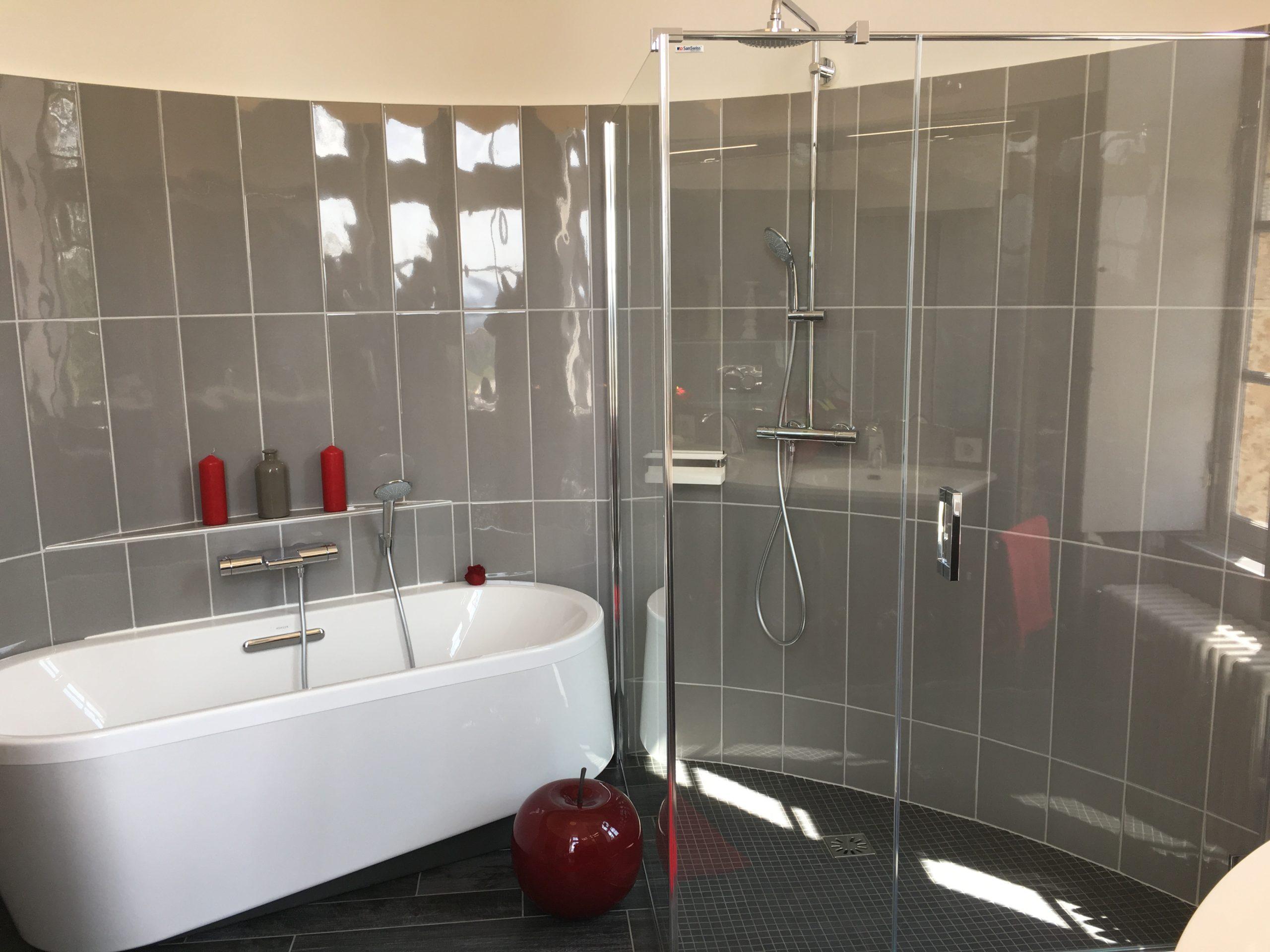 salle bain classique art deco