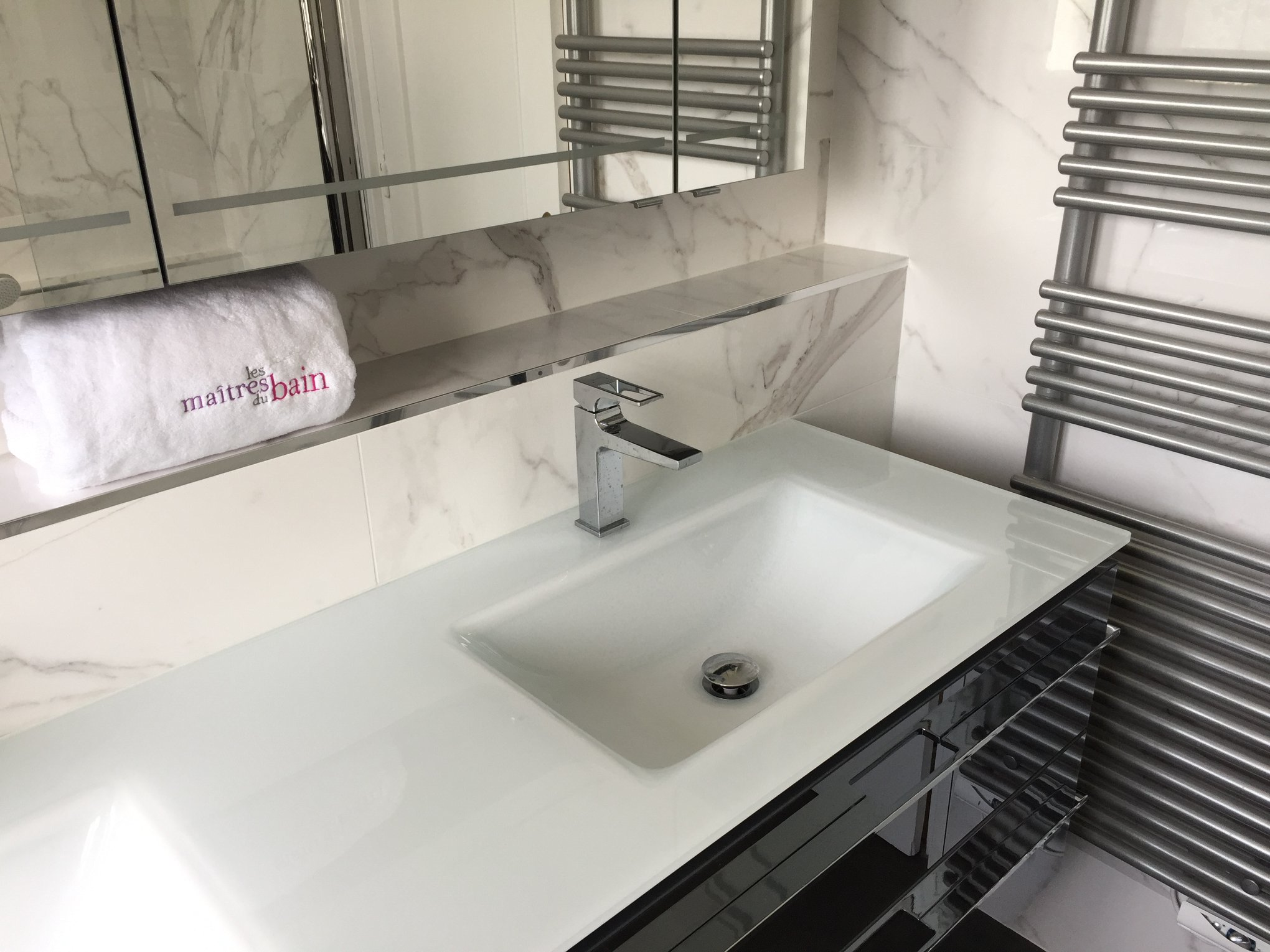 salle bain contemporaine marbre blanc
