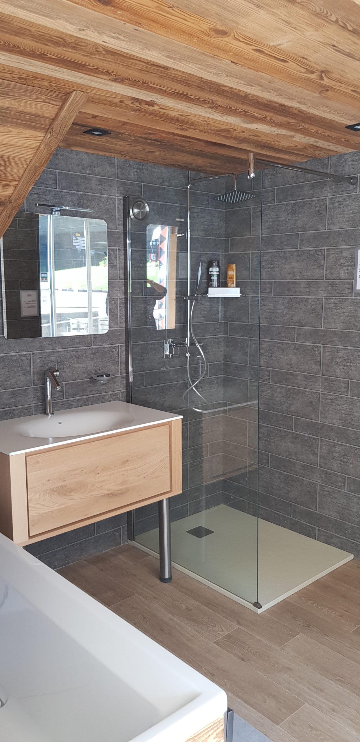 salle bain scandinave bois minimaliste douche