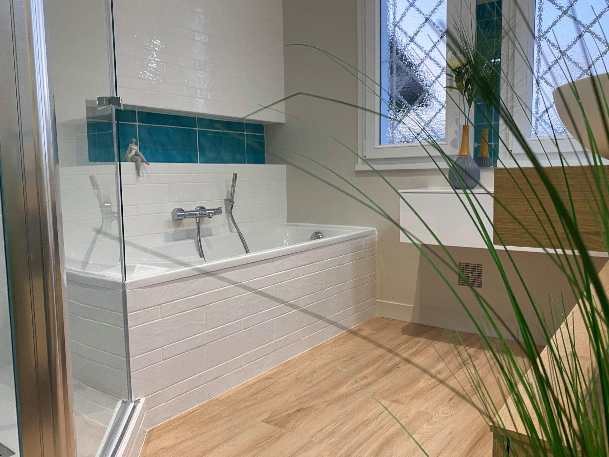 salle bain nature flashy vitaminée bleue