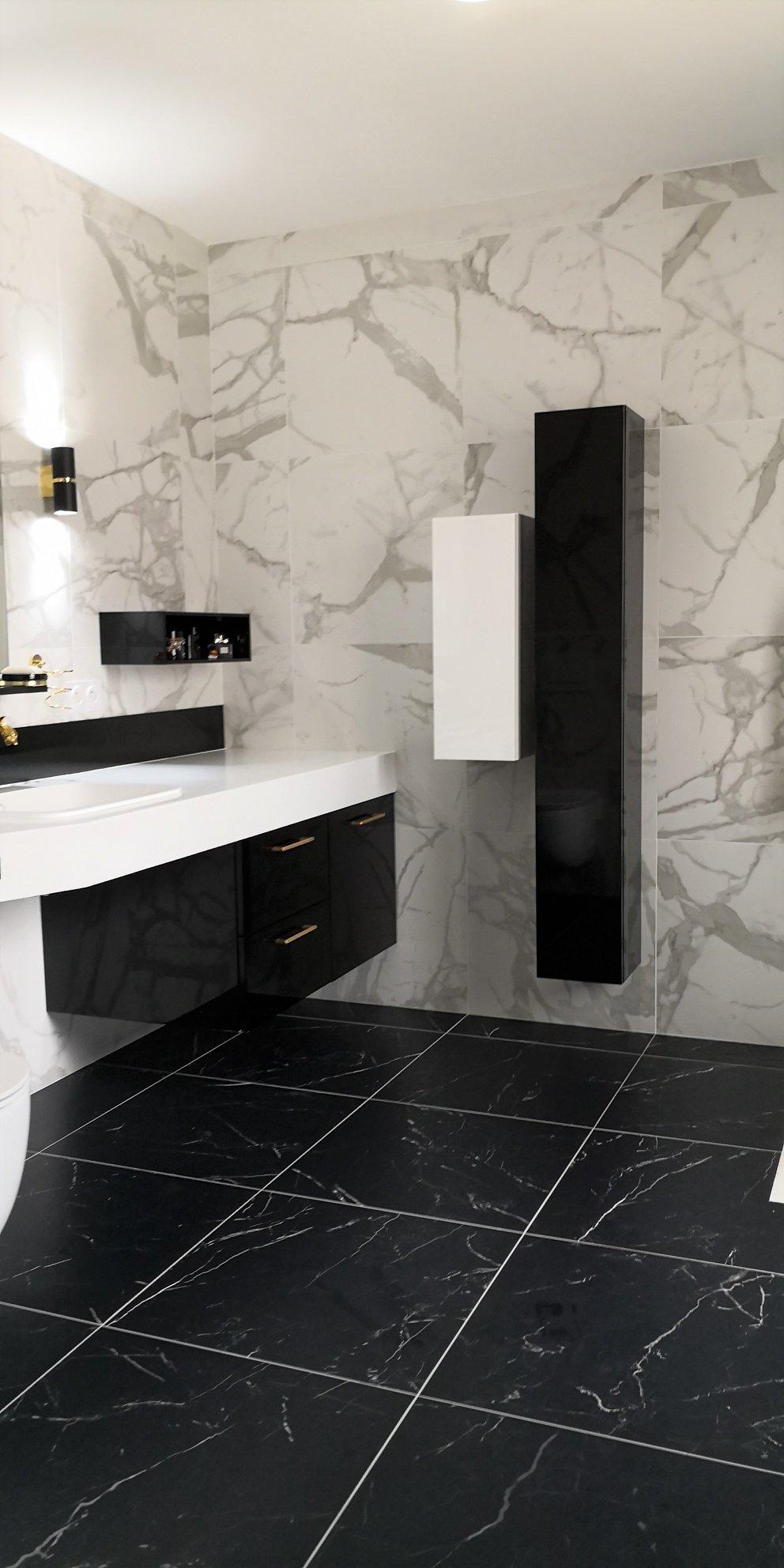 mobilier salle bain senior pratique marbre laiton