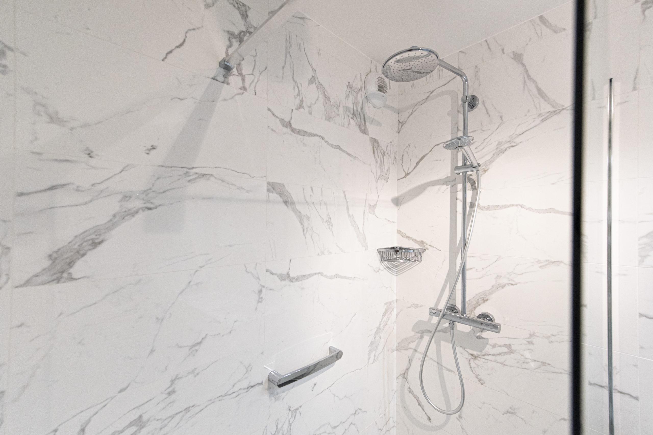 projet salle bain douche marbre classique intemporelle