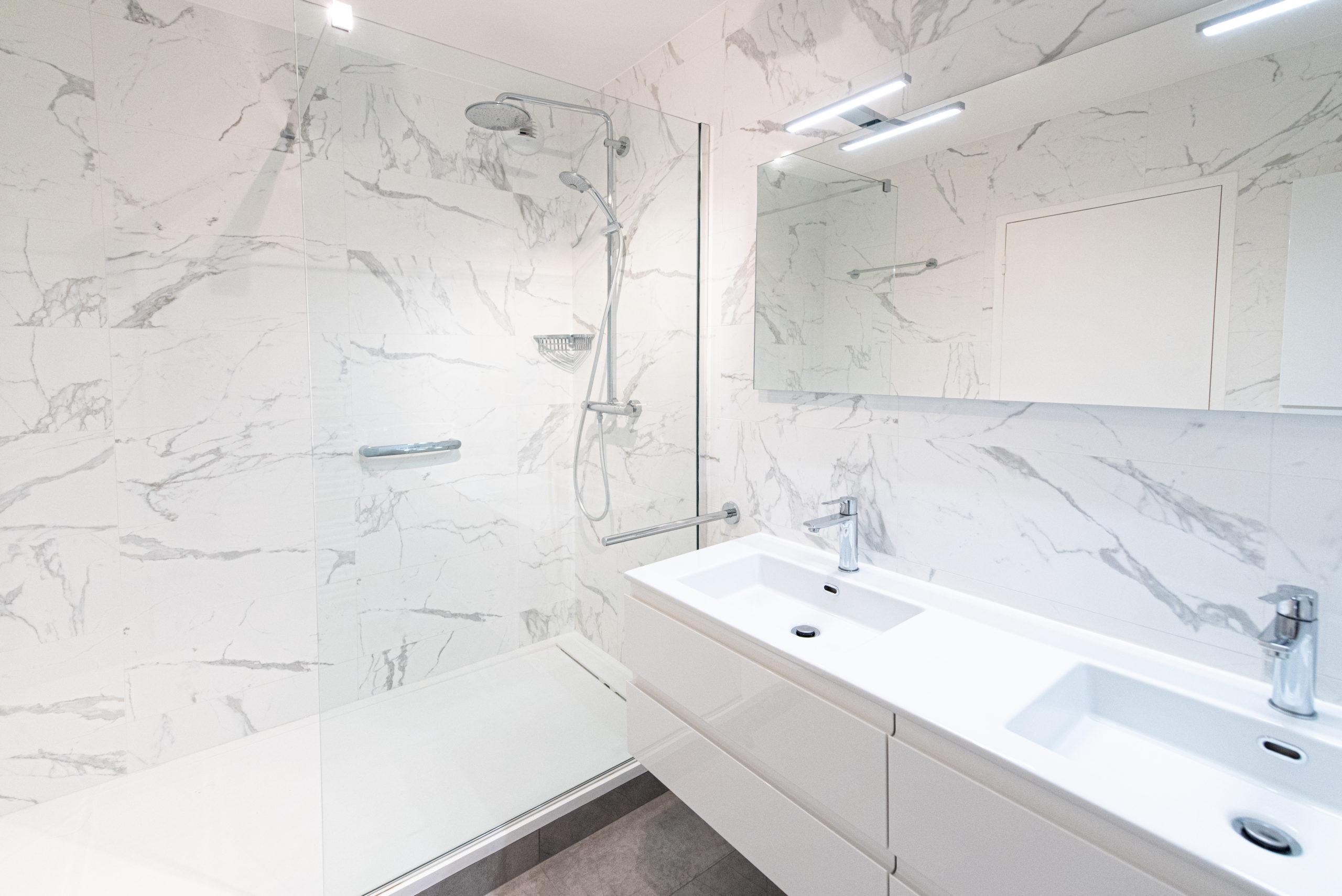 projet salle bain vasque miroir marbre classique intemporelle