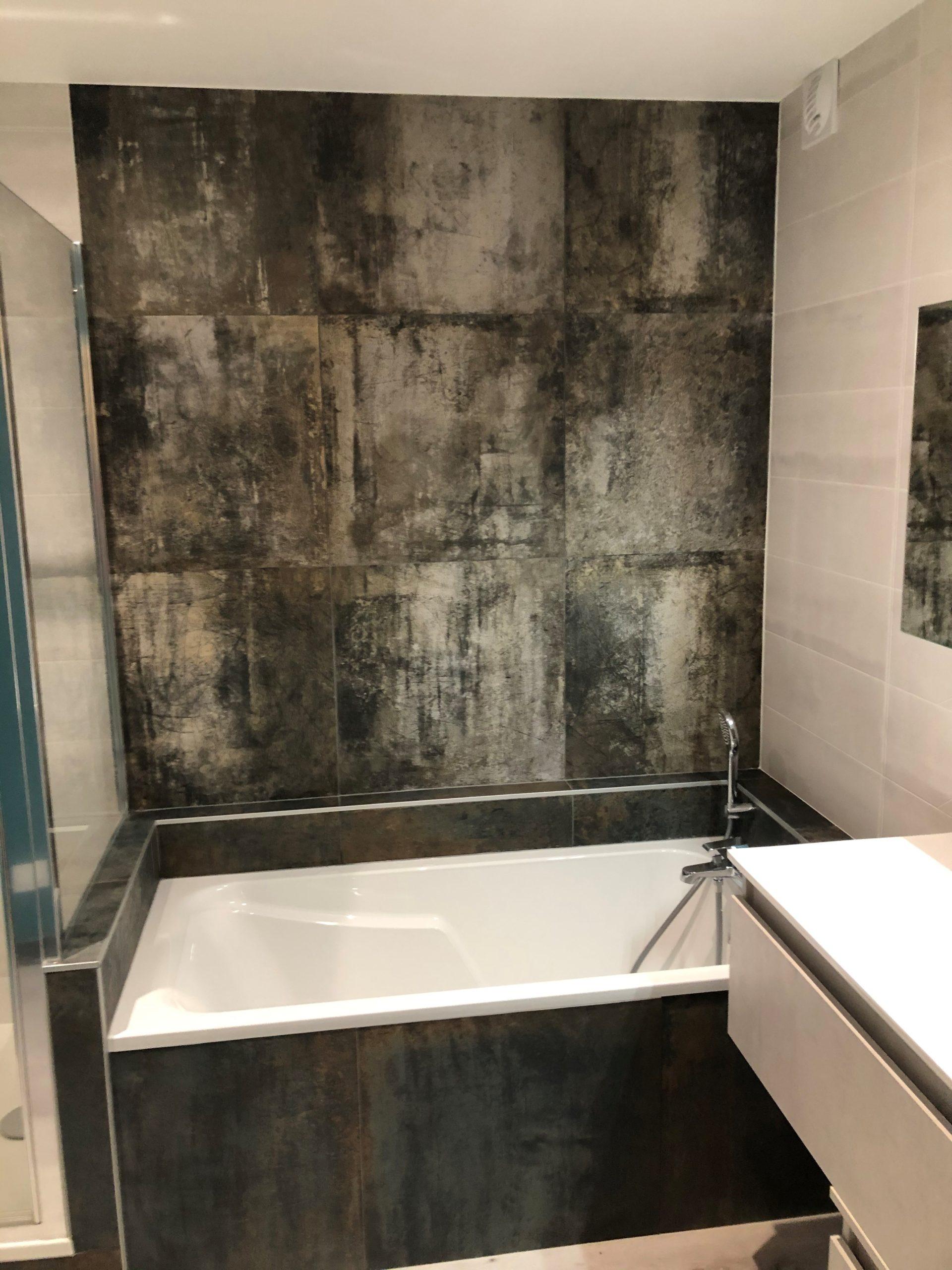 projet salle bain originale coloree baignoire faience apres cavaroz