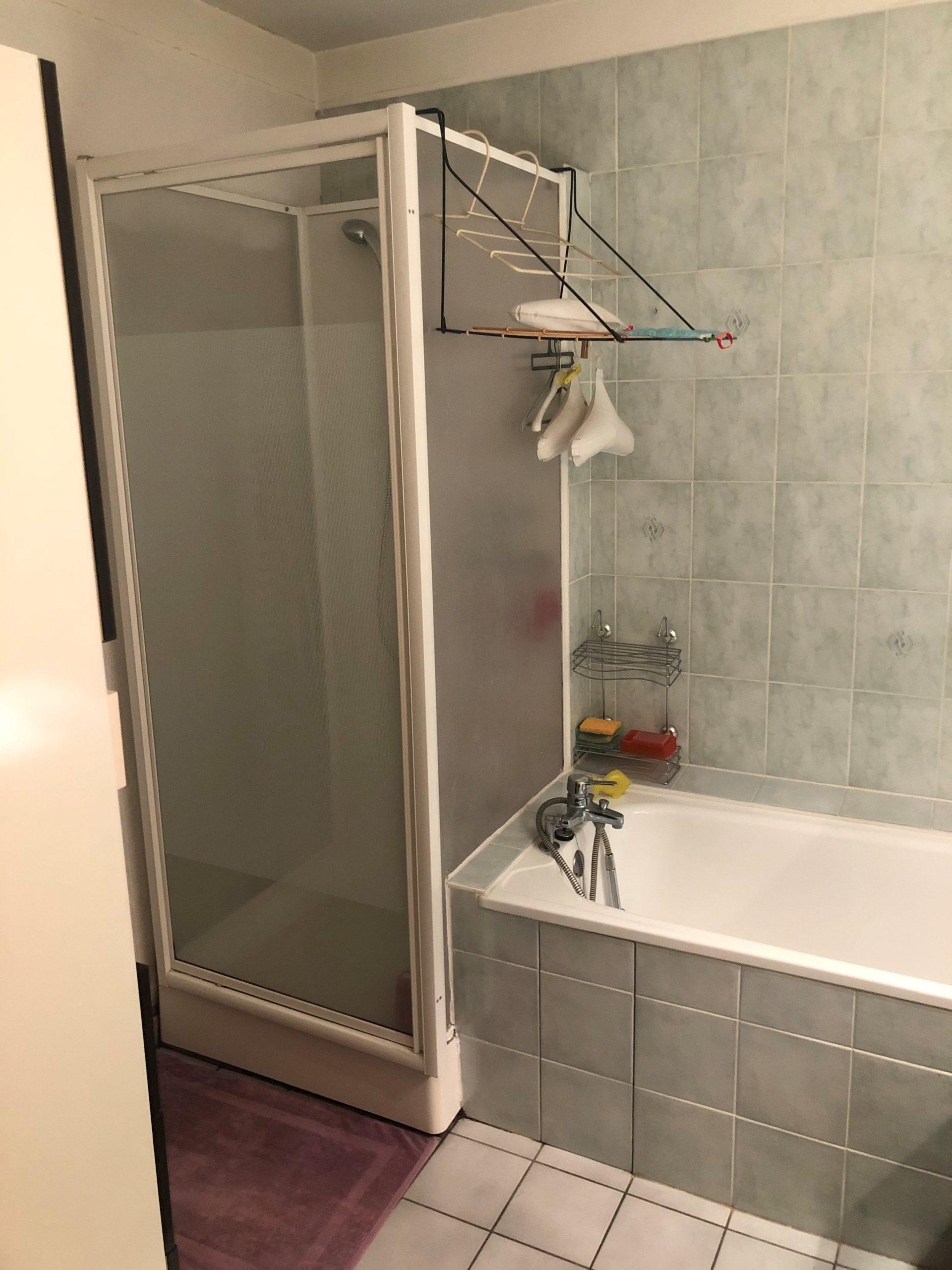 projet salle bain originale coloree baignoire avant