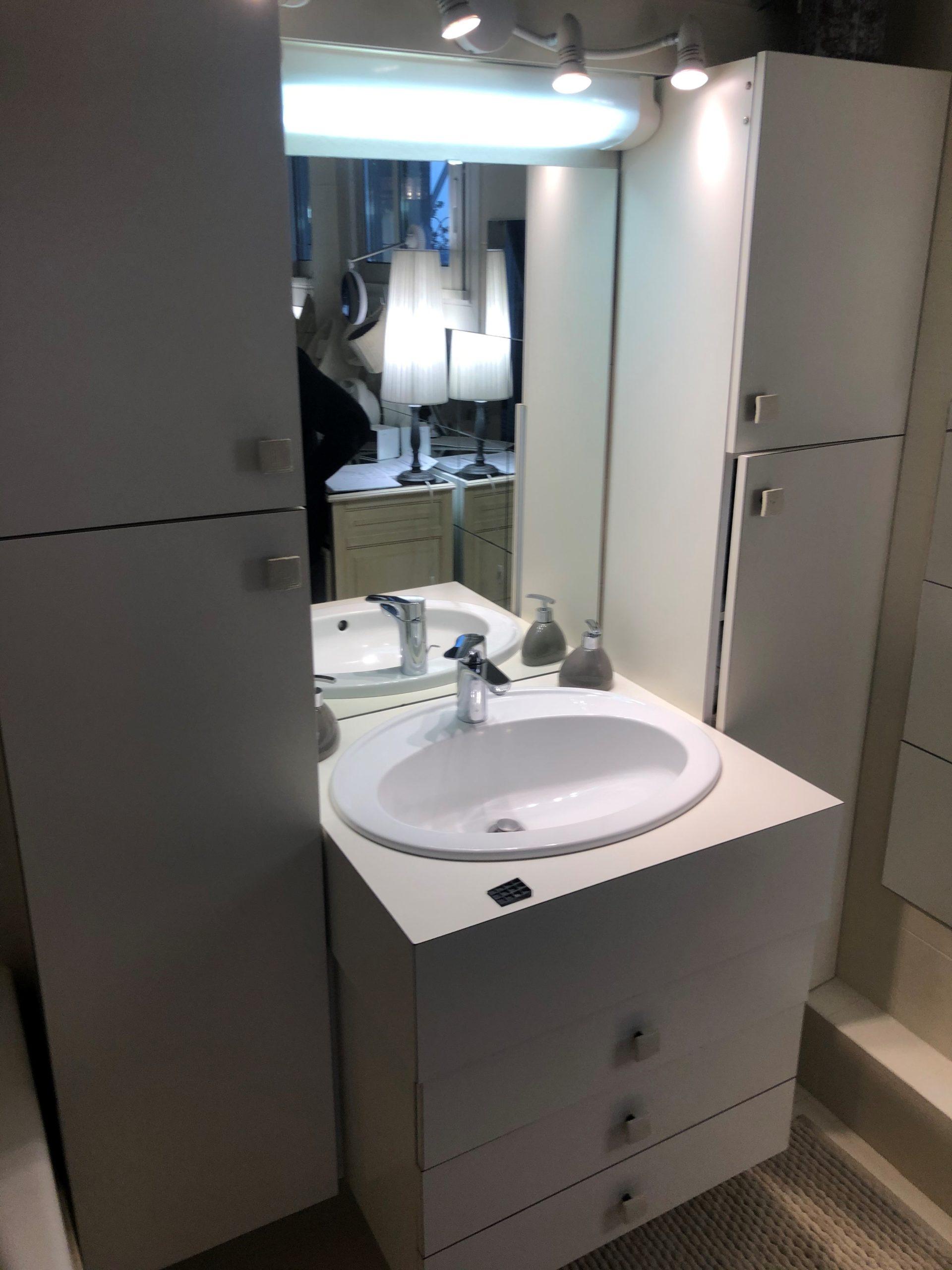 projet salle bain sur-mesure pratique sobre mobilier avant