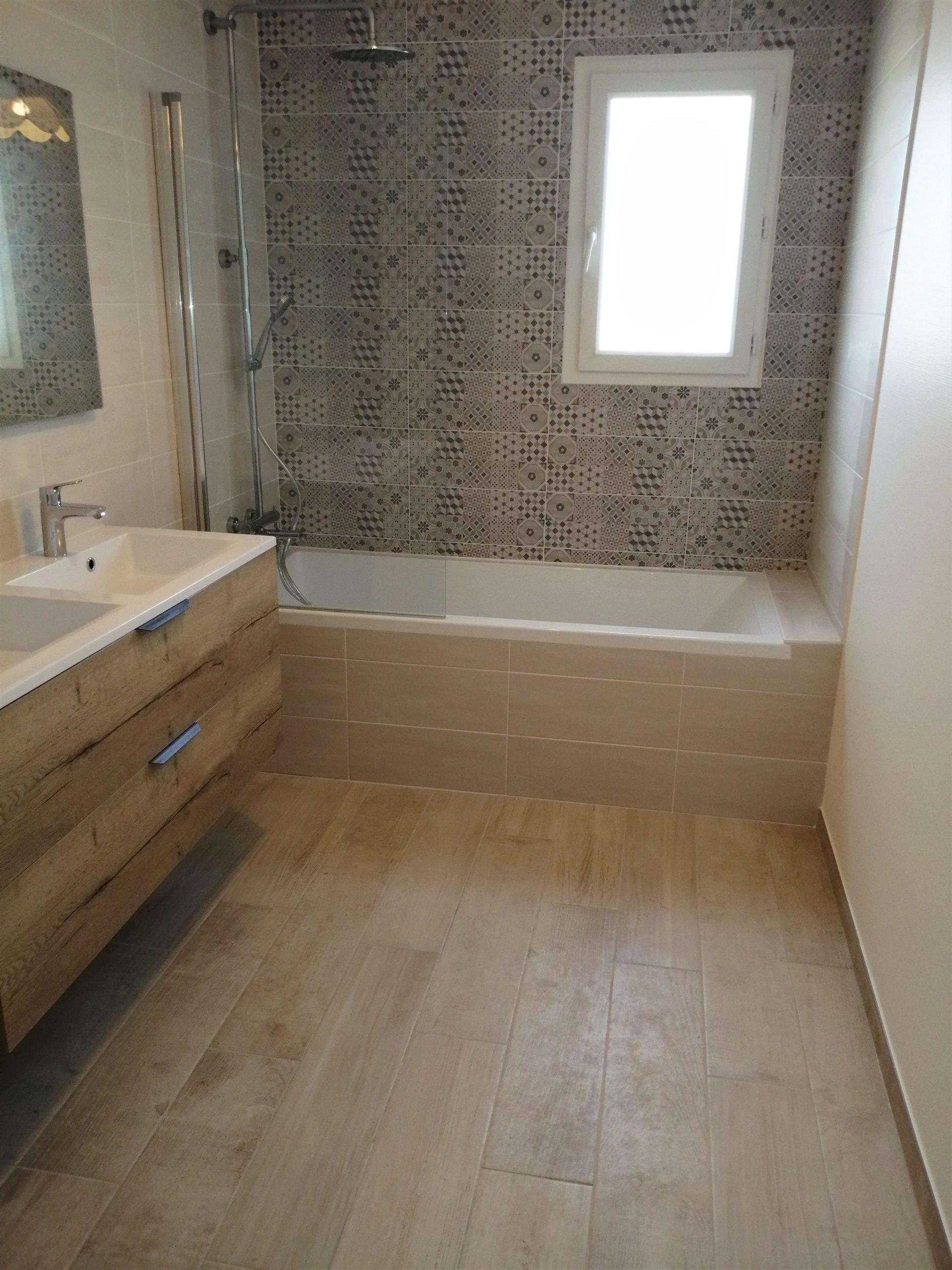 salle bain moderne scandinave baignoire bois blanchet